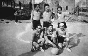 Camp del Sindicat. Any 1933. El primer equip Juvenil. Drets: Marc Vilarosa, Josep Arago i Joan Codina. Ajupits: Pere Joan Codina, Ivo Ponts i Josep Piquer