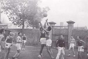 1948. Jugant a Gràcia contra la Salle